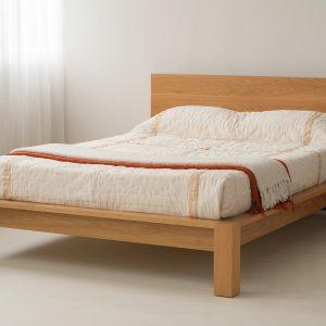 Giường gỗ thịt